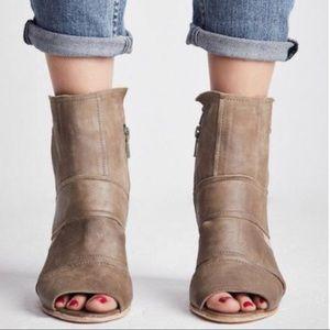 FREE PEOPLE Effie Block Heels. NWB